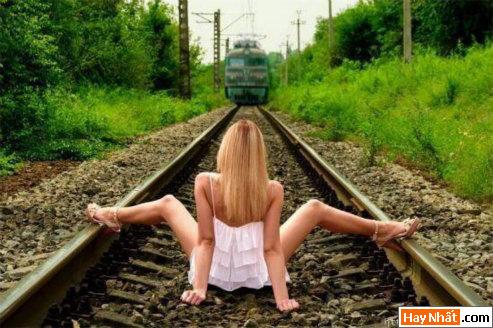 Xin quý khách ổn định chỗ ngồi, tàu sắp vào hầm!!!