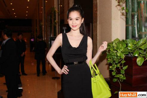 Hoa hậu Ngọc Trinh khoe nét đáng yêu