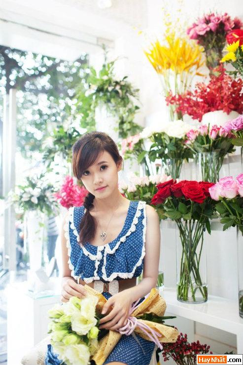 Hot girl Midu rạng rỡ đón sinh nhật 1