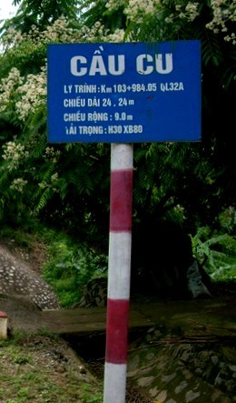 Cầu Cu nằm trên địa giới Quốc lộ 32A - là tuyến đường đi qua 4 tỉnh và thành phố: Hà Nội, Phú Thọ, Yên Bái, Lai Châu. Toàn tuyến dài 417 km.