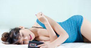 Hot Girl Quyến Rũ Bên Smartphone